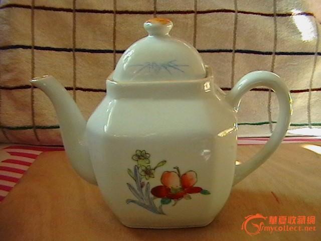 60年代前后手绘花卉茶壶(造型不错)