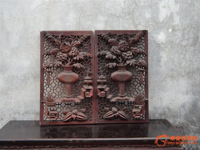 潮州木刻:清樟木通雕满金钱花瓶盛牡丹如意漆屏心一对