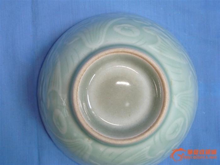 龙泉莲花鱼纹碗图片 龙泉窑的各时期特征是什么?图片
