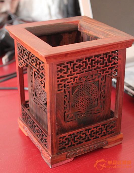 红酸枝镂空正方形笔筒