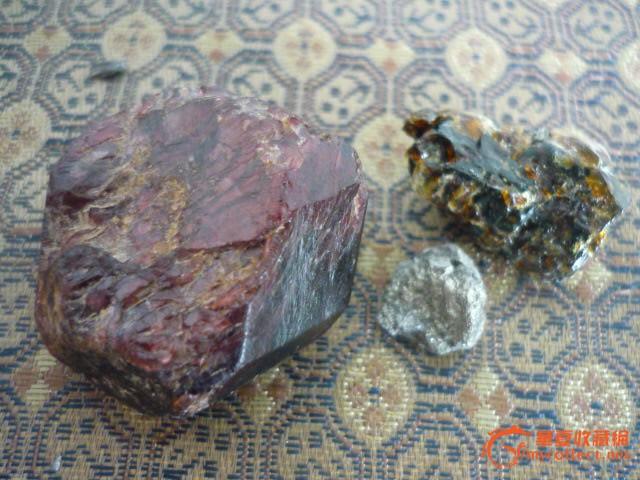红石头琥珀和金豆子