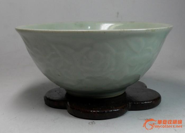 清末单色釉精品:冬青釉暗刻牡丹花瓷碗(全品)