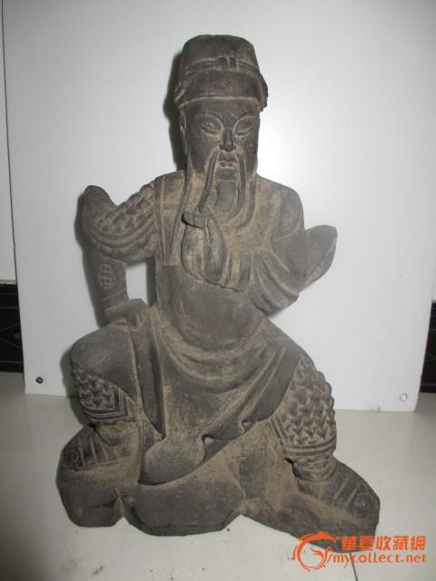 关公木雕像