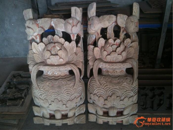 一对漂亮木雕花瓶