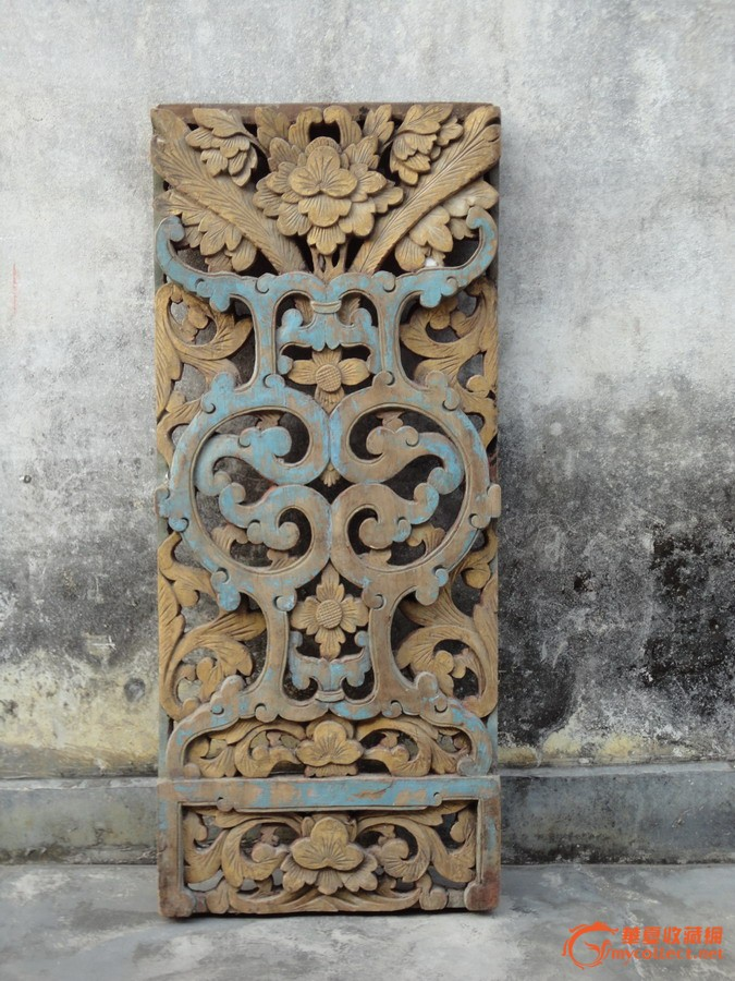 潮州木刻:清樟木雕花瓶盛牡丹菊花长莲油金屏窗一块