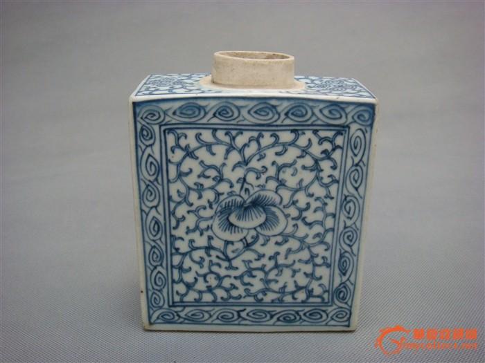 清中期缠枝花纹扁壶