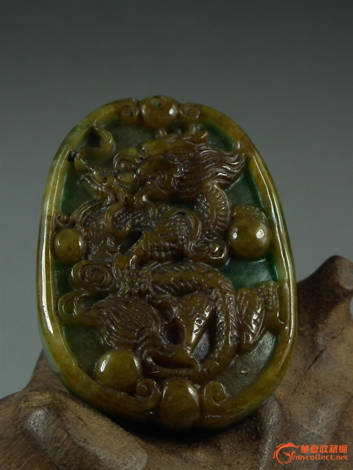 民国时期.浮雕立龙黄绿翡翠椭圆形大玉佩