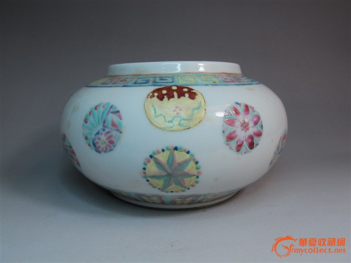 民国 细路粉彩皮球花纹灯笼罐