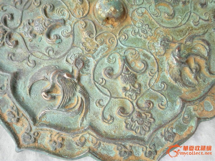 云板形、鸡心形等铜镜.至于宋代受祟古风尚的影响,铸出的仿古鼎形