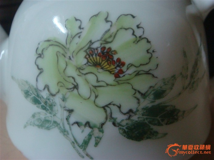 文革手绘绿牡丹压手壶(全品)