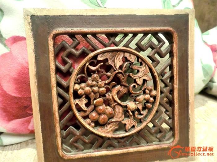 一件清代的松鼠葡萄小木雕花片