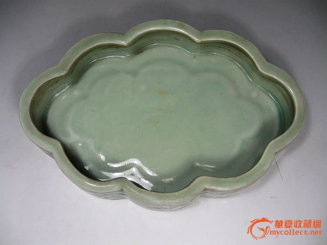 中国龙泉精美瓷暗花纹水仙盆