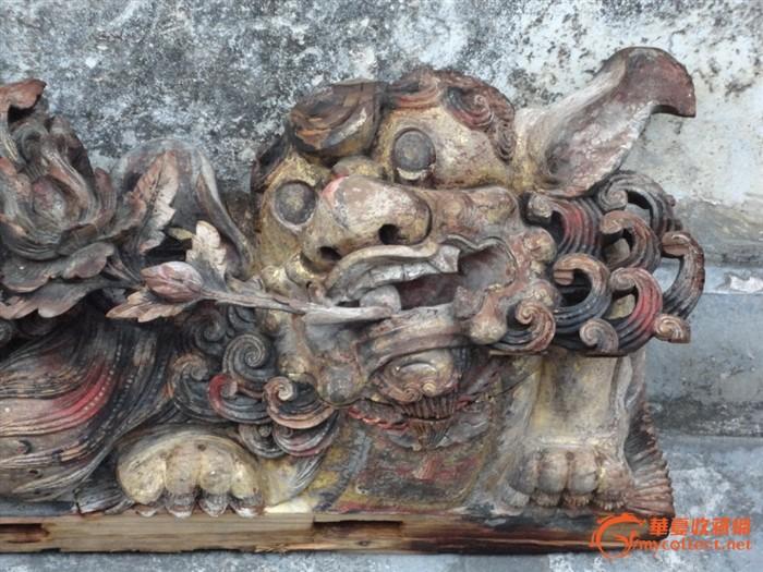 潮州木刻:清樟木雕狮子含珠叼芙蓉花系如意漆金拱梁
